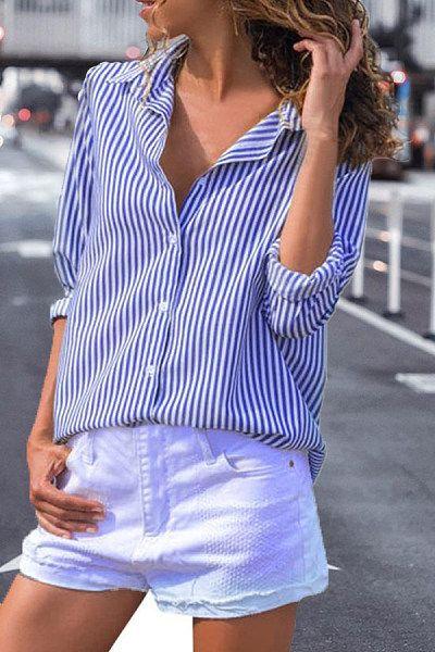 Short blanco con camisa a rayas