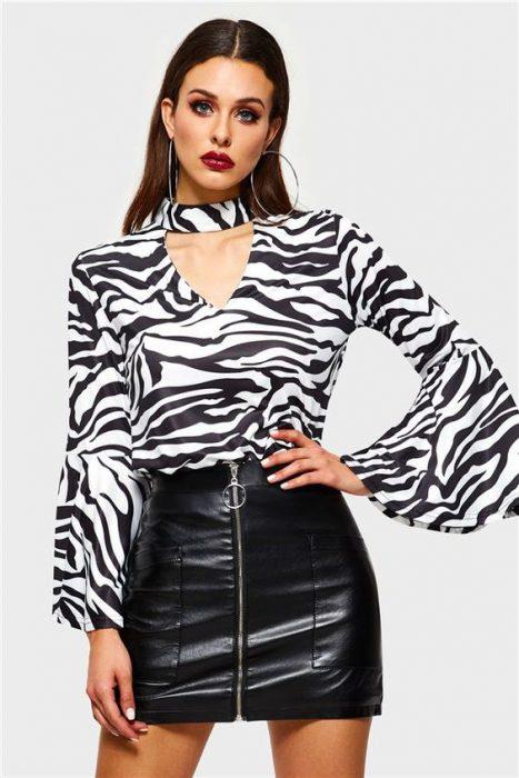 blusa cebra y falda de cuero