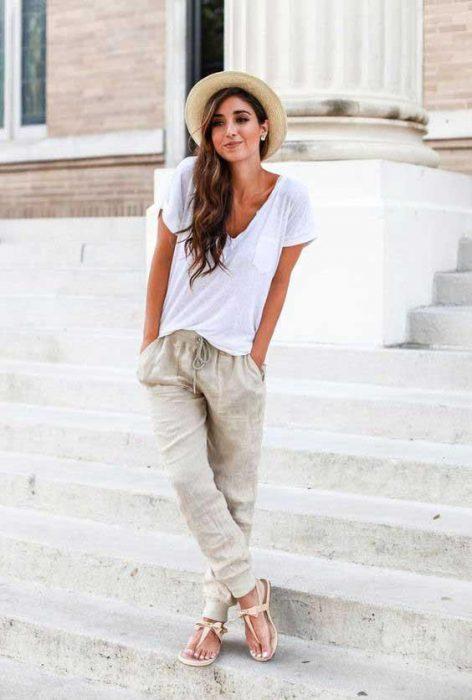 camiseta blanca con pantalon de lino