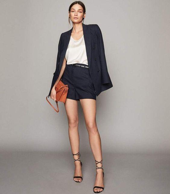 traje azul para mujer con short moda para oficina