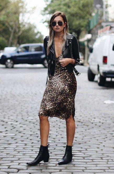 vestido animal print con campera de cuero