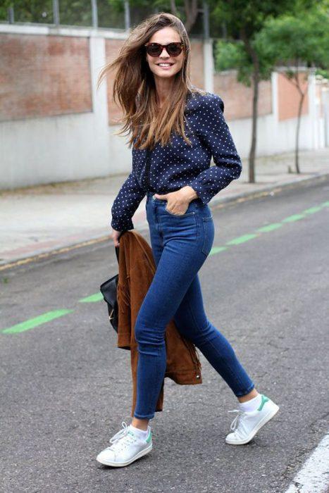 Jeans chupines con camisa estampadas