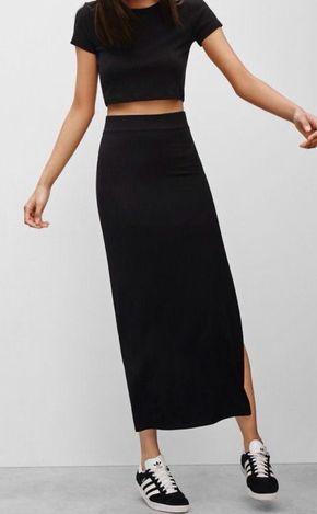 Outfit con Falda larga negra de algodon ajustada