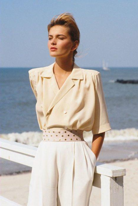 blusa de mujer con hombrera años 80