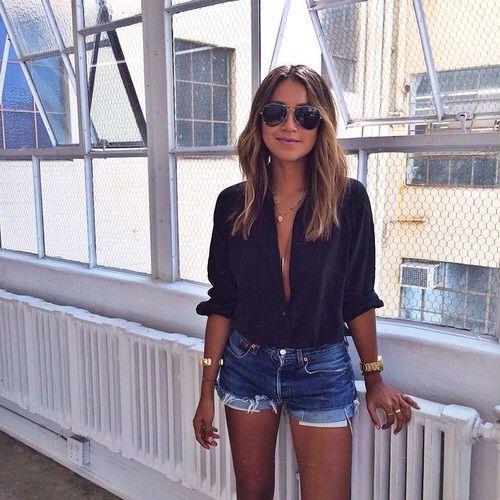 camisa negra con short de jeans