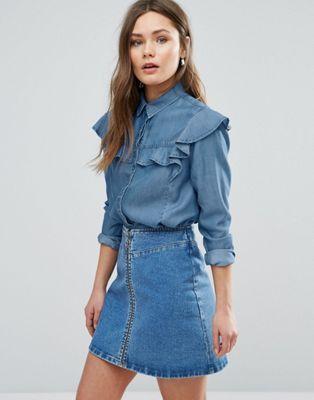 camisa vaquera con minifalda de jeans