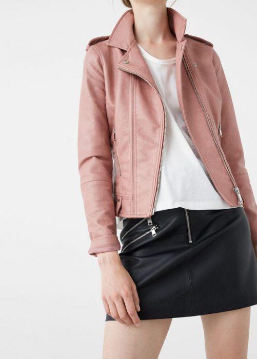 chauqeta de cuero tipo blazer rosada