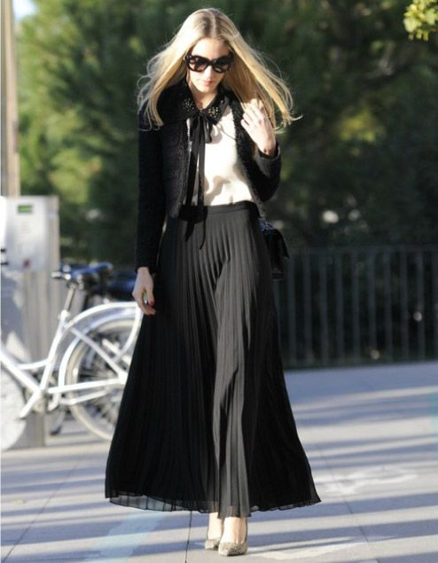 falda negra plisada con saco negro