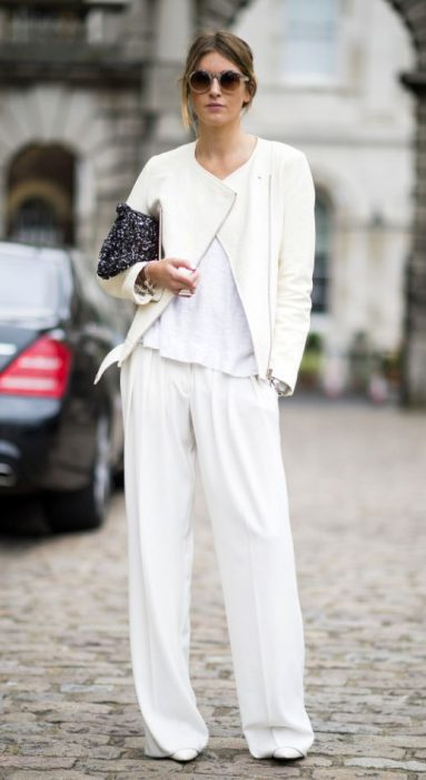 look blanco con campero de cuero