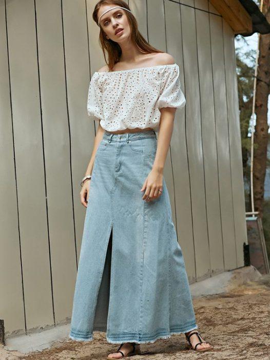 look con falda larga de jeans