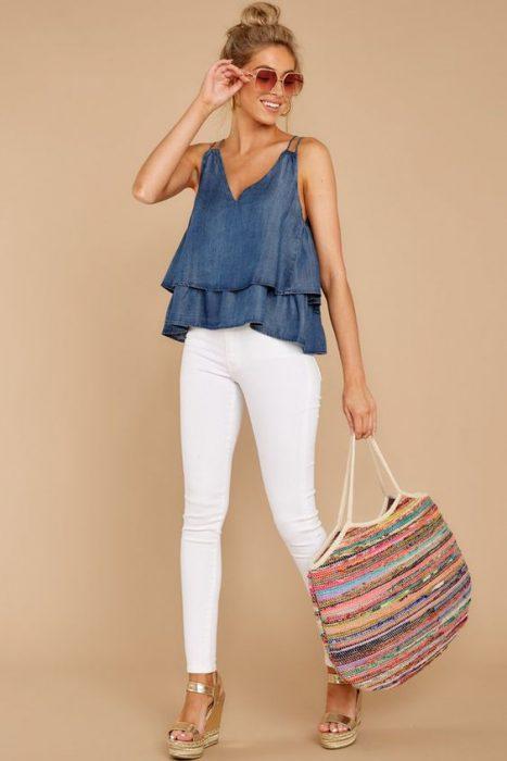 look con pantalon blanco de verano