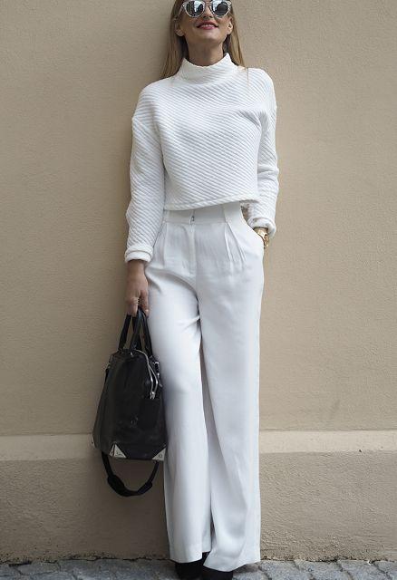 look de invierno casual en panalon blanco