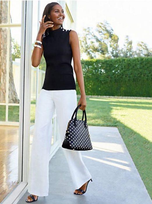 look elegante con pantalon de vestir blanco