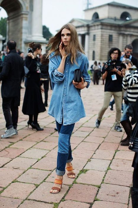 outfit camisa denim oversize con jeans