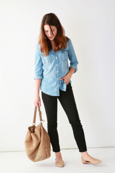 outfit camisa jeans con pantalones negros