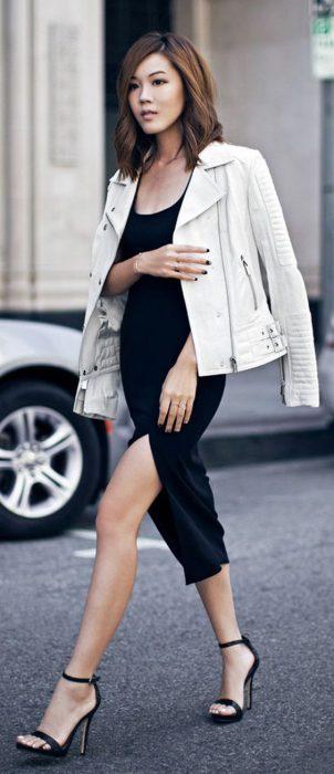 vestido negro con campera blanca de cuero