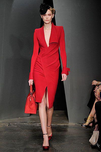 vestido rojo con hombreras años 80