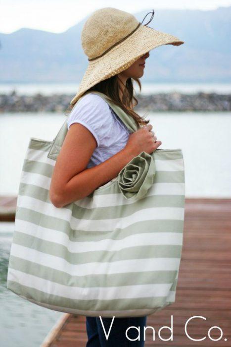 bolso de lona a rayas para la playa