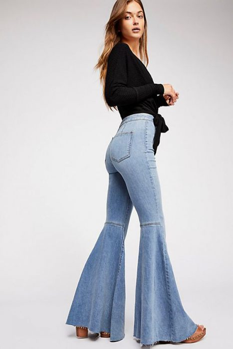 jeans tiro alto acampanado