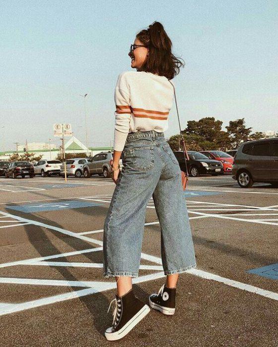 look con jeans de tiro alto pantacourt
