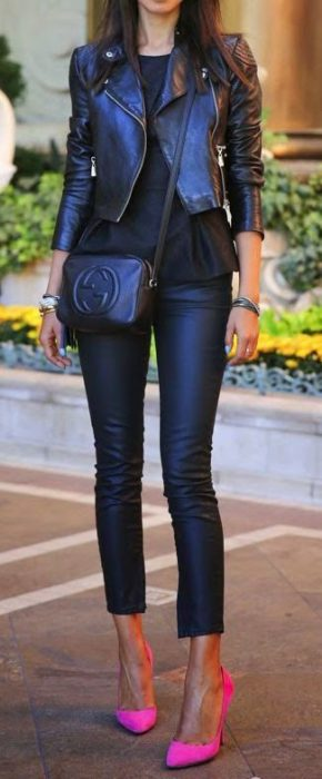 look negro con zapatos de color