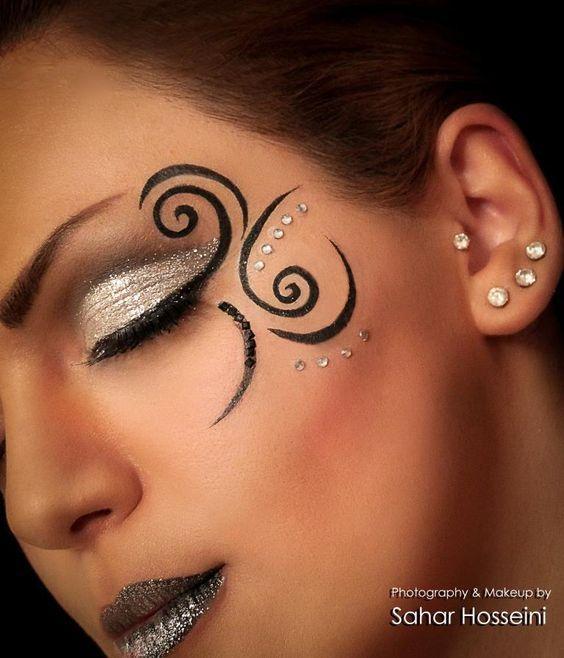 maquillaje con labios con glitters