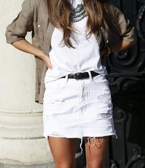 outfit informal minifalda denim blanca