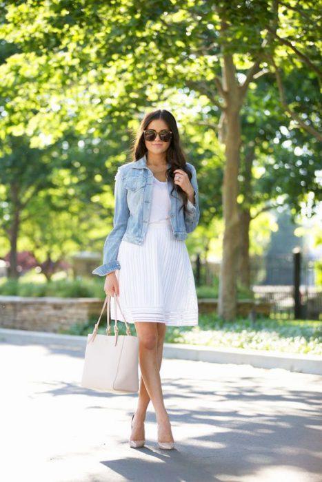 vestido con campera denim verano