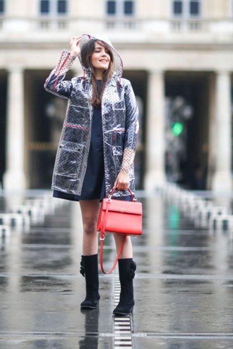 look elegante y moderno para dia de lluvia en verano