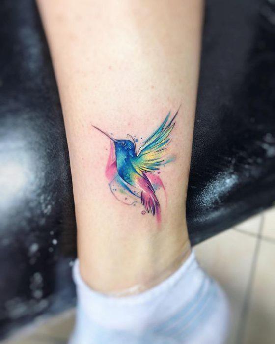 tatuaje pajaro colibri