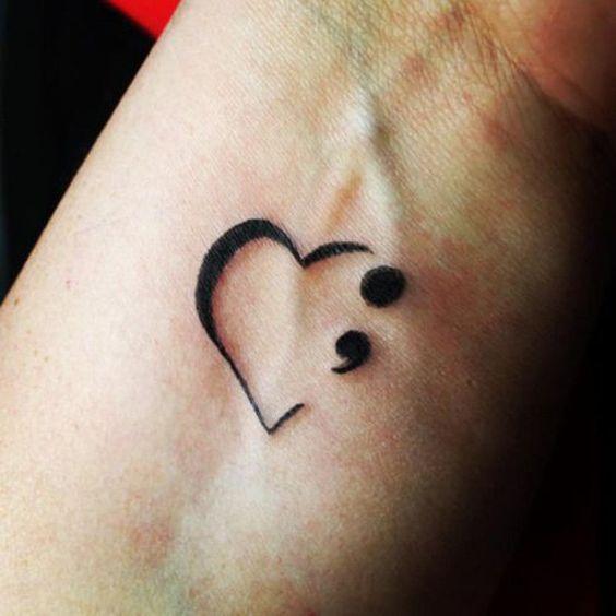 tatuaje punto y coma coraon