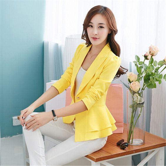 blazer amarillo con volado elegante