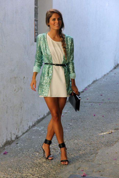 blazer con glitters y vestido lisa¿o