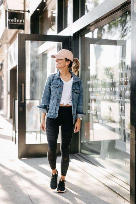 campera de jeans con calza deportiva