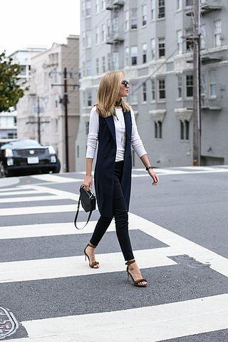 chaleco largo y camiseta mujer outfit juvenil para la oficina