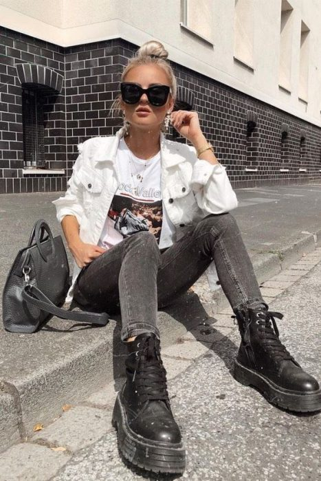 look juvenil con campera de jeans blanca