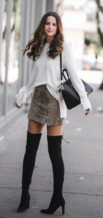 look urbano con botas de caña alta invierno