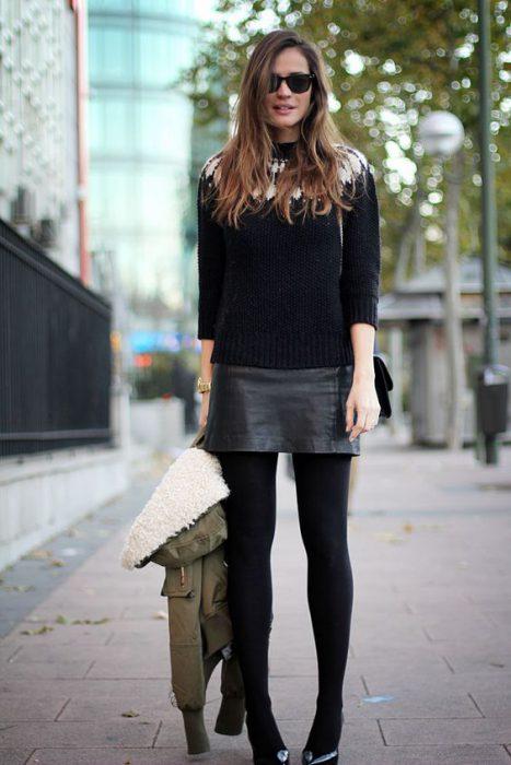 minifaldas con medias gruesas para el invierno