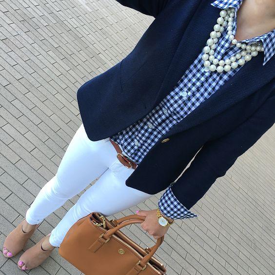 outfit para la oficina con camisa a cuadros