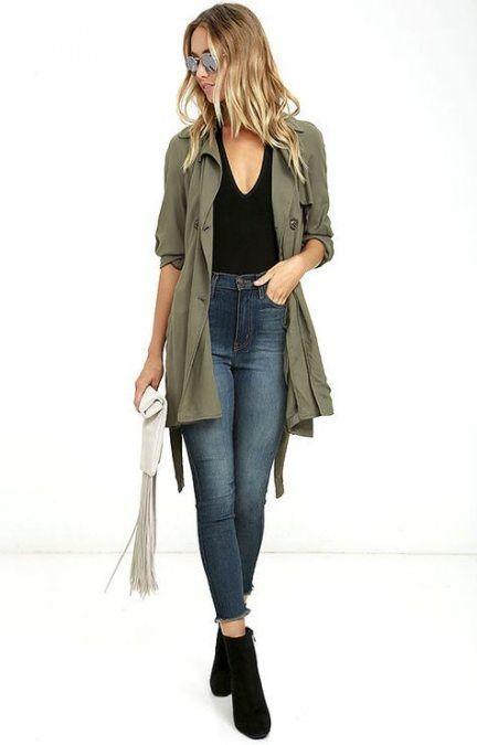 parka estilo militar con jeans look primaveral