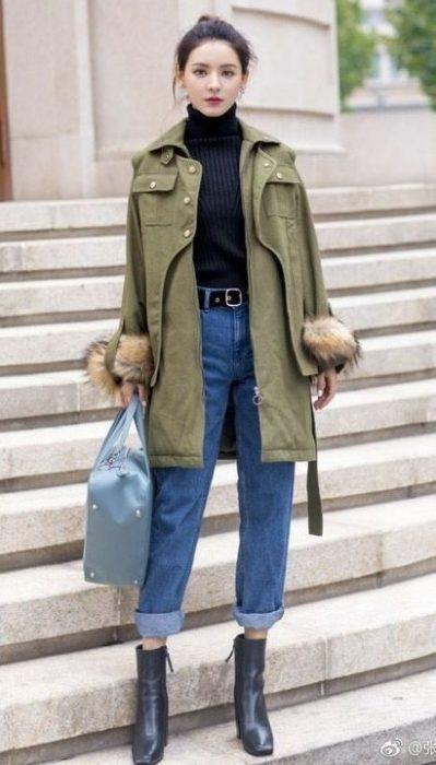 parka estilo militar con jeans para el invierno 1
