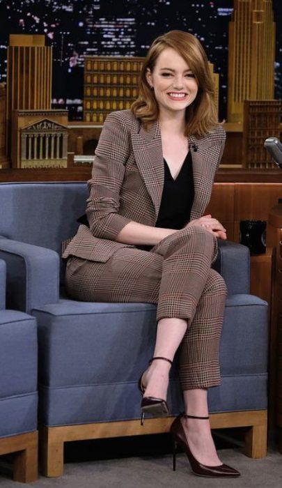 trajes a cuadro mujer outfit juvenil para la oficina