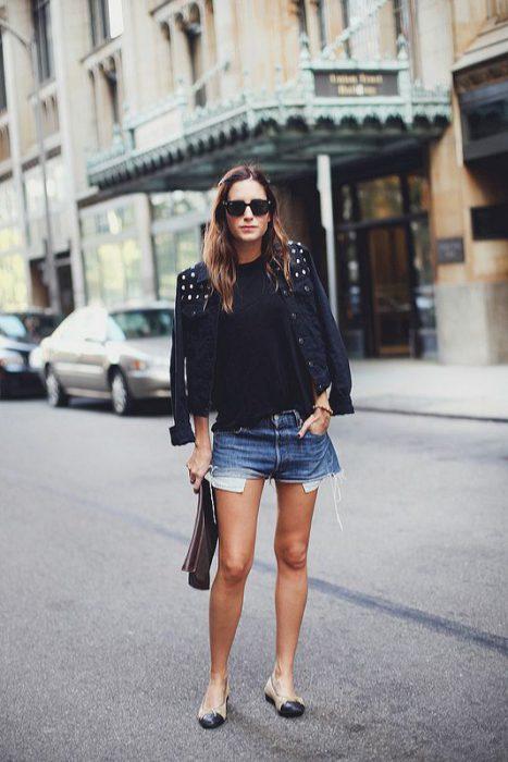 campera de jeans negra con tachas