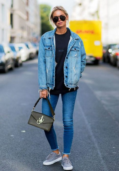 look informal con campera de jeans gastada
