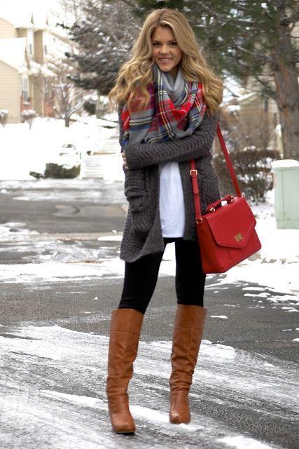 look urbano con botas altas y calzas