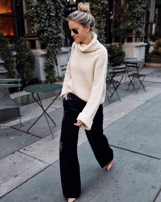look urbano con buzo de lana y pantalon de terciopelo