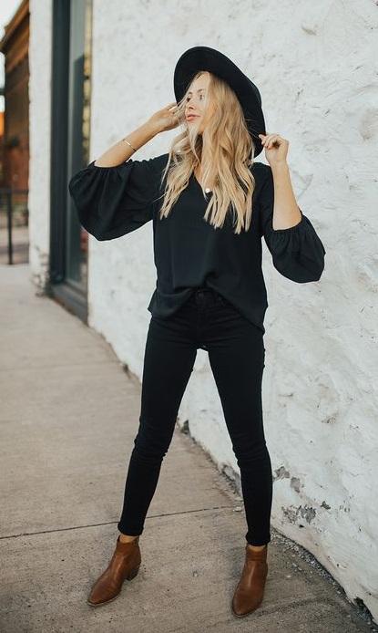 jeans negro y blusa negra