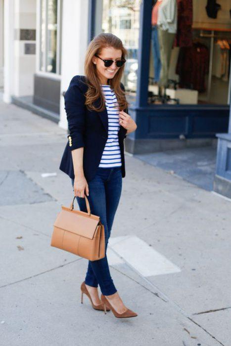 look casual con jeans para la oficina
