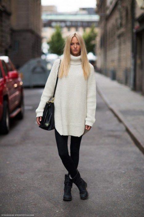 look casual con jeans y botas para invierno