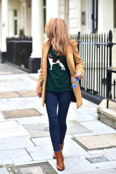 look invierno con jeans oscuros